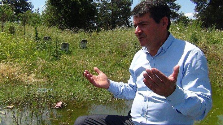 Mahallede oturanlar yakınlarının mezarlıklarını bu aylarda karadan gelerek ziyaret edip dua okuyor. Suların yükselmesiyle bazen de mahallede bulunan sandalla geliyorlar.