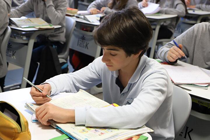Sınav giriş belgeleri okul yönetimleri tarafından 10 Haziran 2020 tarihinden itibaren elektronik ortamdan alınıp mühürlenip onaylanarak sınav günü öğrencilerin sınava girecekleri salon ve sırada hazır bulundurulacaktır.