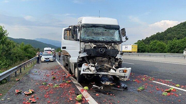 Kaza yapan araçların kaldırılması ve karpuzların temizlenmesinin ardından TEM Otoyolunda trafik normal seyrine döndü.