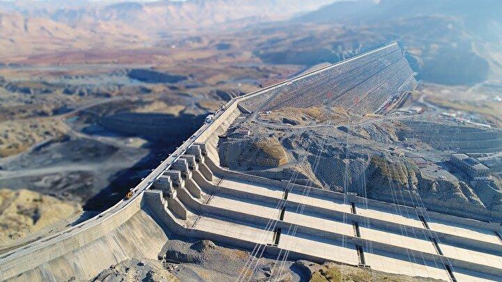 Altı tribünden ilki 19 Mayısta enerji üretmeye başladı. Yaklaşık Ekim ayı gibi 6 tribün de devreye girmiş olacak ve günlük 7 milyon liranın üzerinde Türk ekonomisine katkı sağlayacak.