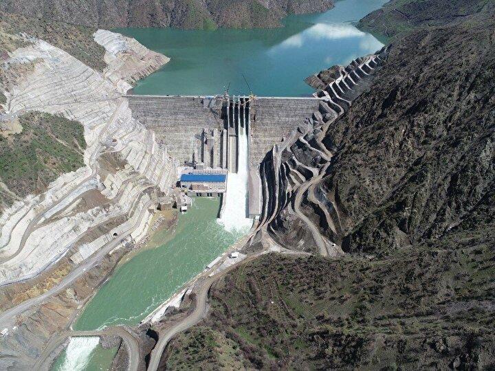 Siirt'in Şirvan ve Pervari ilçeleri sınırları içerisinde bulunan Çetin Barajı ve Hidroelektrik Santralinin temelden 165 metre gövde yükseklikte inşa edildi.