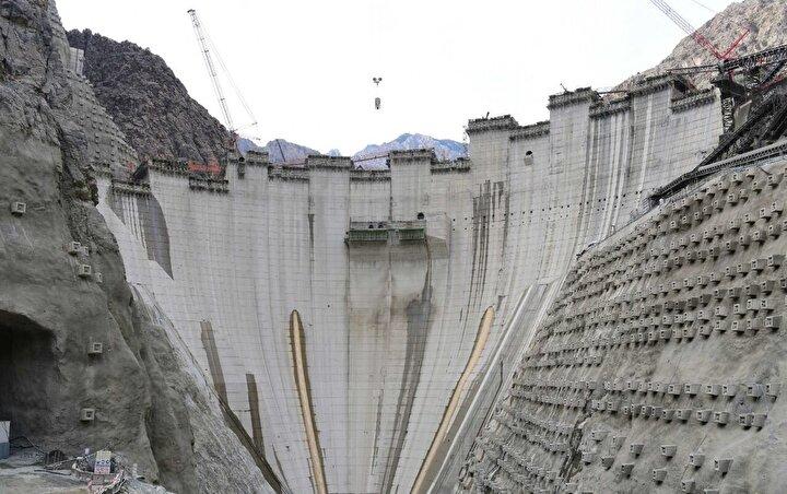 Türkiye'nin vizyon projelerinden olan ve inşaat çalışmaları süren Artvindeki Yusufeli Barajı ise 2021de açılacak.