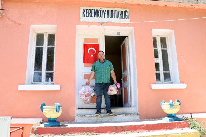 Kırsal Keremköy Mahallesinde oturan Rebi Ayan (65) da, Bu süreçte her taraf kapalı, sosyal yaşantı diye bir şey yok. Ama duyduk, insanların siparişlerini almış, götürmüş muhtar. Yardımcı olmuş herkese, sağ olsun şeklinde konuştu.