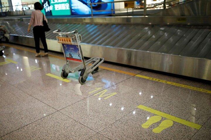 Pekin Belediyesi yetkililerinden Çın Bey, yaptığı açıklamada, alarm seviyesinin yükseltilmesinin gereği olarak Başkent Pekin Uluslararası Havalimanı ve Pekin Daşing Uluslararası Havalimanından yapılan eyaletler arası seferlerin durdurulduğunu bildirdi.