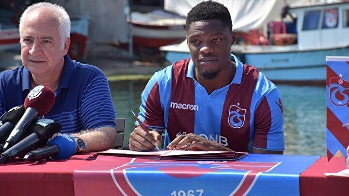 Trabzonspor'un, İngiliz kulübü Leeds'e bir milyon euro ödeyerek kadrosuna kattığı Ekuban, futbol kariyerinde yeni bir dönem başlatırken, attığı gollerin yanı sıra verdiği kritik paslarla zorlu müsabakalarda takımının galip gelmesinde önemli rol oynadı.