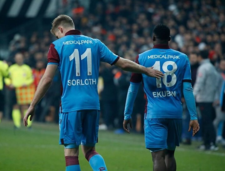 Özellikle Süper Lig'in 23. haftasında deplasmanda Beşiktaş ile oynanan maçta bordo-mavililerin 2-1 yenik sürdürdüğü maçın 90 dakikasında sağ taraftan Sörloth'e verdiği akıl dolu pas ile Trabzonspor sahada 2-2 eşitliği yakalamıştı.
