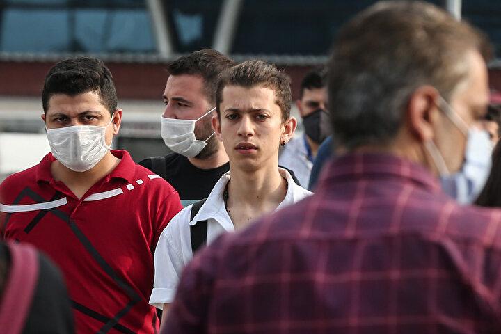 Ancak yapılan tüm uyarılara rağmen kimi vatandaşlar maske takmayarak açık alanlara çıkmaya devam etti.