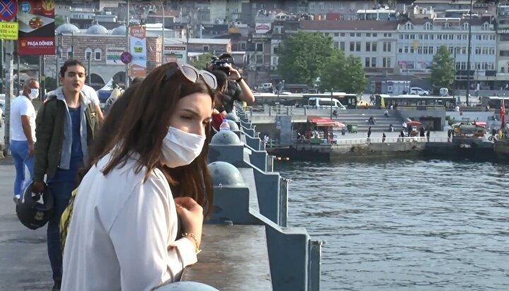 Galata Köprüsü ayaklarında su üzerinde hareketsiz bir kişinin olduğunu gören vatandaşlar durumu sağlık ve polis ekiplerine bildirdi.