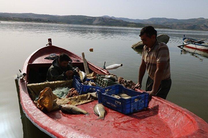 Balıkçıların sabahın erken saatlerinde ava çıkması güneşin ilk ışıklarıyla beraber belgesellik görüntüler oluşturdu.