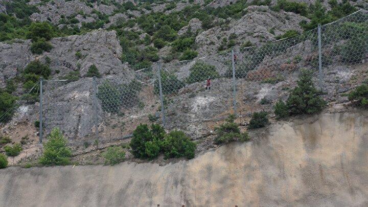 Ankara-İstanbul YHT Hattında kaya tutucu bariyerli önlem