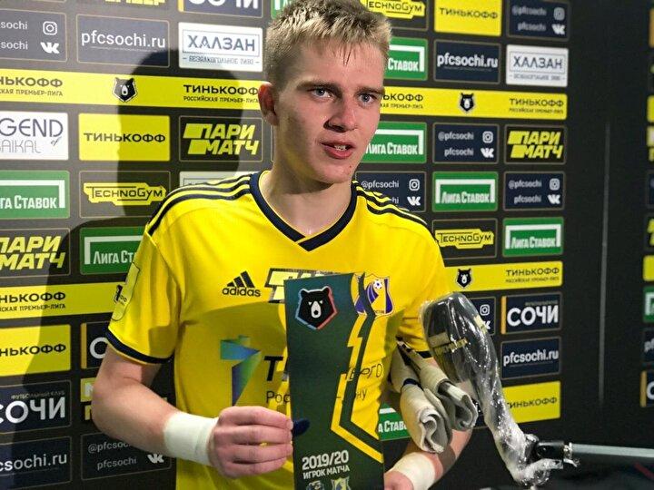 Kalesine 41 şut gelen 17 yaşındaki Popov bunların 14ünü kurtardı. Maçta bi penaltı atışını çıkaran Popov mücadele sonrası maçın adamı ödülünü aldı.