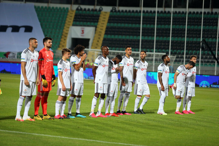 Mevcut takımdan en az 6 oyuncu ile yolların ayrılmasına kesin gözle bakılan Beşiktaşta, bu sayının yapılacak transferler ve denkleşecek bütçe ve satılacak futbolcularla 9-10a kadar çıkması bekleniyor. Bu hareketlilik de yeni alınacak oyuncu sayısının da 10u bulması anlamını taşıyor.