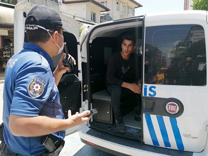 Ispartada İl Hıfzıssıhha Kurulu kararı gereğince maskesiz sokağa çıkma yasağının uygulanmasının ardından kentte polis ekiplerince denetimler gerçekleştirildi.