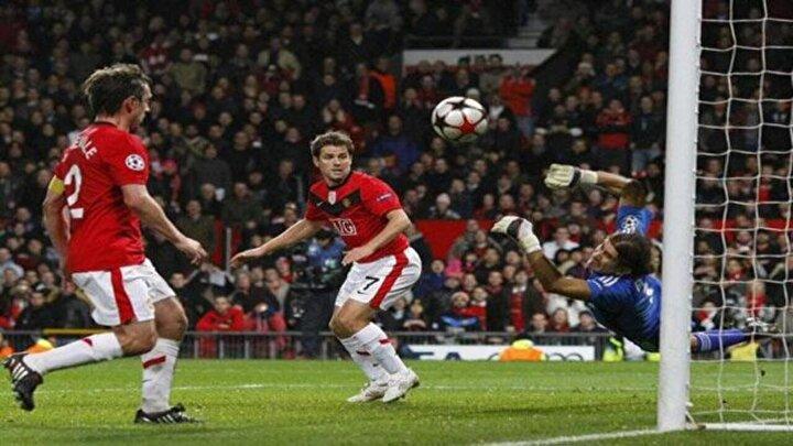 Ertem Şener: Bravo Rüştü. Gözlerinden öpüyorum Rüştü. Her yerinden öpüyorum, her yerinden (Manchester United-Beşiktaş maçı)