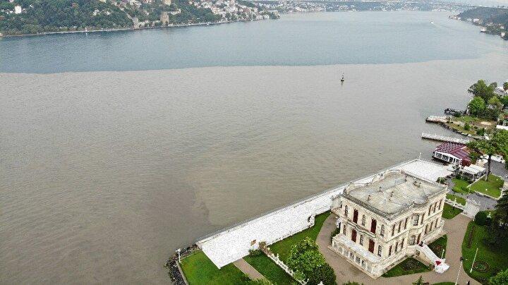 Küçüksu Deresinden İstanbul Boğazına akan çamur drone ile havadan görüntülendi.