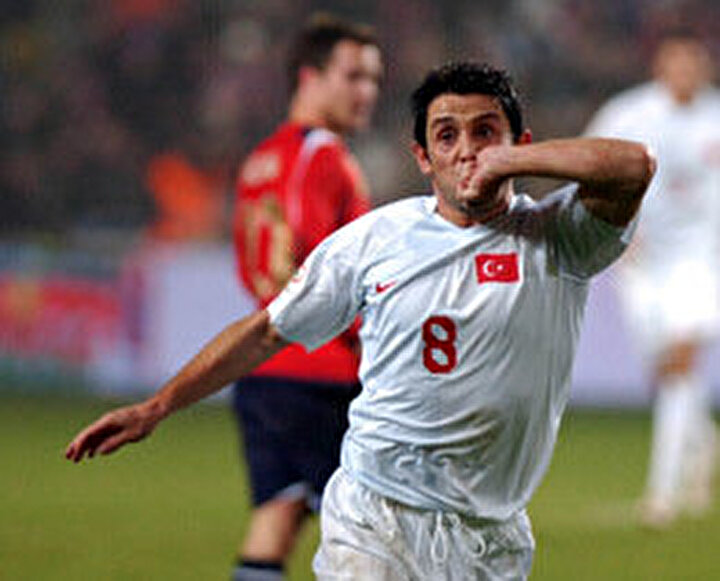 İlker Yasin: Haydi Nihat! Ve gol! Gol, gol gol... İşte budur, işte budur, gol budur. Dedik atacağız, dedik uzaktan vuracağız... İşte bunun adı goldür. Ullevaalde Norveç şaşkın. Fatih Terim dans ediyor, yerinde duramıyor(Norveç-Türkiye maçı)