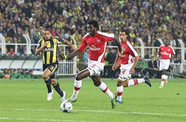 Ertem Şener: Arsenalin 1,5 metre bacaklı golcüsü (Adebayor) ne yapıyor? Golü atıyor (Fenerbahçe Arsenal)