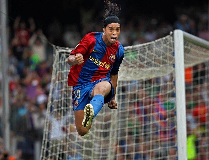 Ertem Şener: Ronaldinho, çöldeki bir vaha gibi. Yıldız özlemiyle yanıp tutuşan futbolun, tüm coğrafyadaki en büyük oyuncusu
