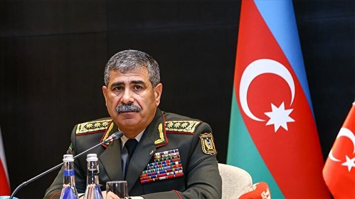 Azerbaycan Savunma Bakanı Kıdemli Orgeneral Zakir Hasanov, bir televizyon kanalına yaptığı açıklamada, Azerbaycan ordusunun yeni silah ve araç alımlarıyla ilgili değerlendirmelerde bulundu.