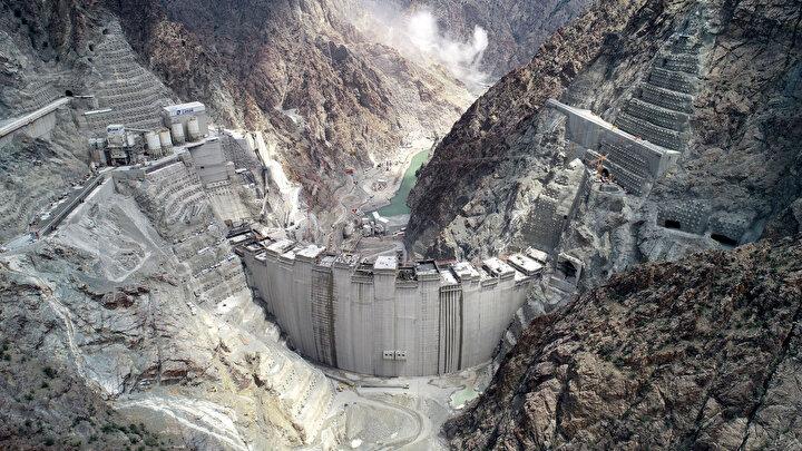 Türkiyenin en yüksek baraj inşaatının gövde yüksekliğinde son 65 metre