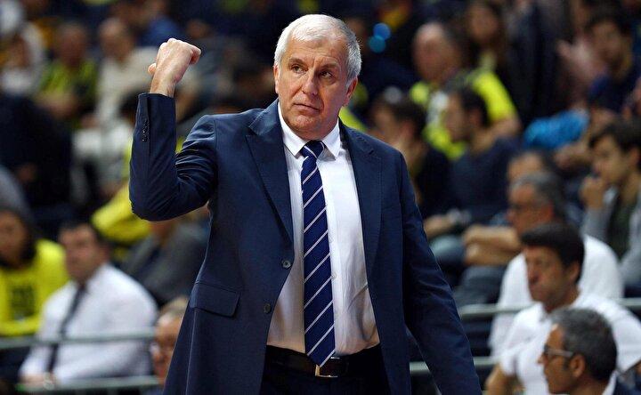 Fenerbahçenin başında 507 maça çıkan Sırp çalıştırıcı, sarı-lacivertli takımla 7 yılda 11 kupa kazandı. Basketbolda Avrupanın bir numaralı kupasını Türkiyeye getirme başarısı gösteren ilk ve tek başantrenör olan Obradovic, sarı-lacivertlilerle bu alanda önemli rekorlar kırmayı da başardı.
