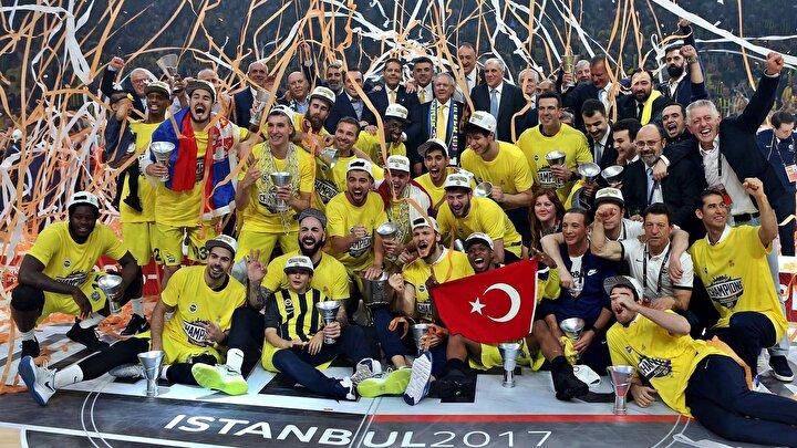Obradovic, Fenerbahçeyi 2017 yılında Avrupanın zirvesine çıkardı. Deneyimli çalıştırıcı, sarı-lacivertlilerle 2016-2017 sezonunda büyük bir başarıya imza attı. Avrupa Liginin İstanbulda düzenlenen Dörtlü Finalinde önce Real Madridi eleyen Obradovicin öğrencileri, finalde de Olympiakosu 80-64 yenerek kulüpler bazında Türk basketbol tarihinin en büyük başarısını elde etti.