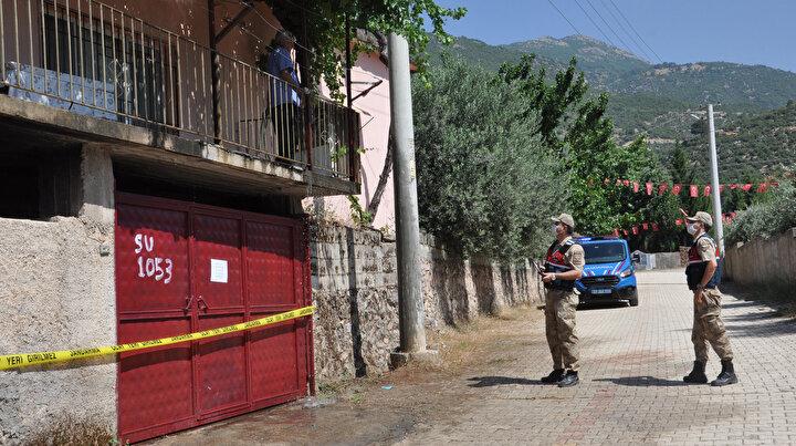 Karantinaya alınan evlerde yaşayanların ihtiyaçlarının, Vefa Sosyal Destek Grubu tarafından karşılanacağı belirtildi.