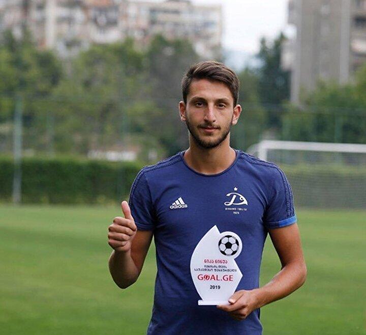 Beşiktaşın,  21 yaşındaki Gürcü orta saha oyuncusu Nika Ninuanın transferinde sona yaklaştığı bildirildi.