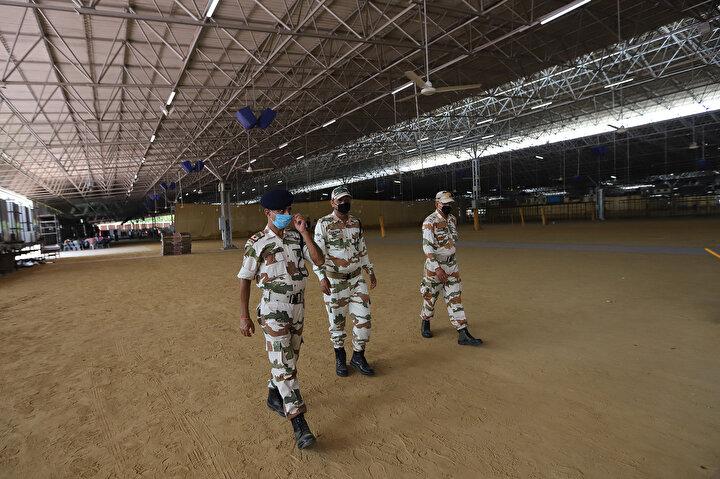 Hindistanda 10 bin yatak kapasiteli Kovid-19 sahra hastanesi kuruluyor