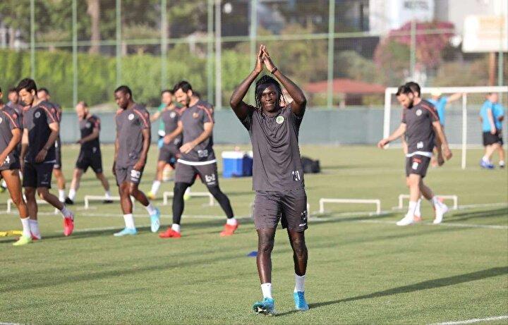 Beşiktaşın NSakala ile prensip anlaşmasına vardığı bilinirken Alanyaspordan iki oyuncunun da siyah beyazlı formayı giymeye yakın olduğu öğrenildi.