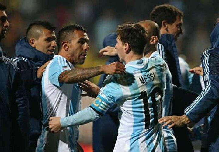 Yıldız golcü, Arjantin Milli Takımında ise Messi ile görev almıştı.