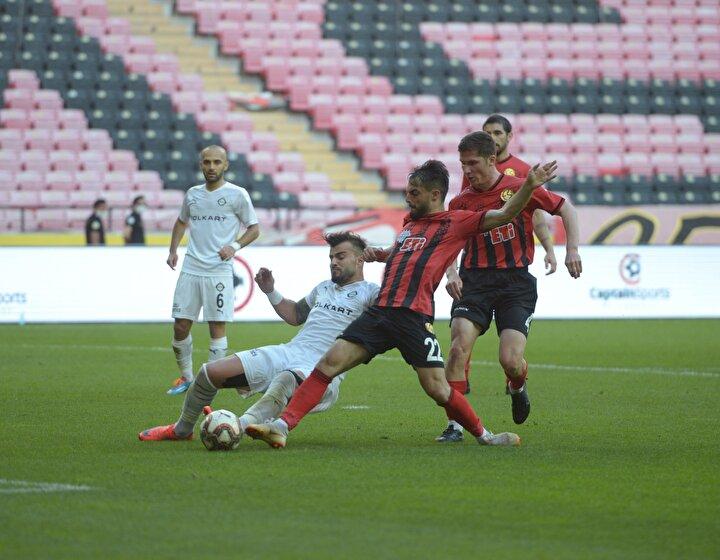 TFF 1. Lig'in 30. haftasında Eskişehirspor, evinde konuk ettiği Altay ile 2-2 berabere kaldı.