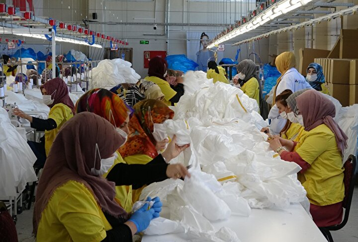 Yurt dışından gelen siparişlerin durması üzerine bir süre işçilerine izin veren fabrika yönetimi, normalleşme sürecinin başlamasıyla 270 çalışanı ile pandemi sürecine uygun bir üretim modeline geçti.