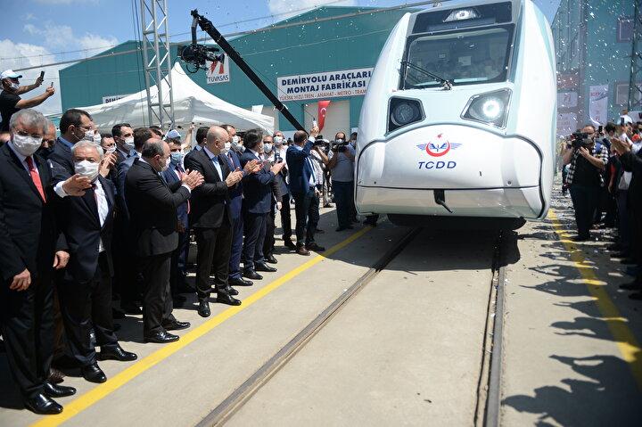 Karaismailoğlu, bu yaklaşımın en büyük adımını da yerli ve milli tren setinin test sürecine geçecekleri bu önemli günde attıklarını söyledi.