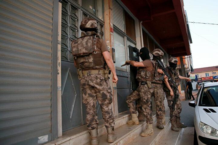 İstanbul Emniyet Müdürlüğü Narkotik Suçlarla Mücadele Şube Müdürlüğü ekipleri, uyuşturucu satıcılarına yönelik 53 adrese eş zamanlı operasyon gerçekleştirdi.