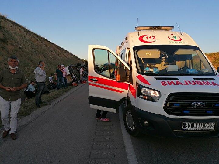 Kazada, minibüs sürücüsü ile araçta bulunan 15 yolcu yaralandı.