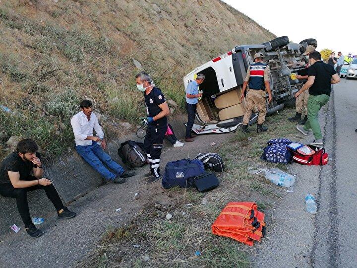 Tokatta yolcu minibüsü devrildi 16 yaralı