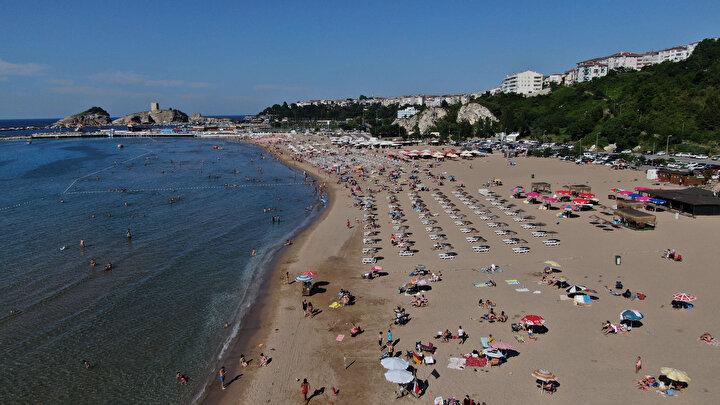 Haftanın ilk iş gününde Şile plajlarındaki kalabalık dikkat çekti.