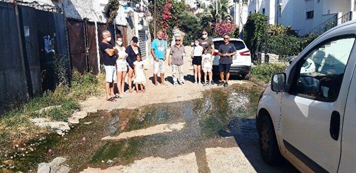 Eylem sırasından Bodrum Belediyesi ekipleri suyun aktığı caddeye gelerek kontrollerde bulundu. Suyun nereden geldiğinin temiz mi, kirli mi olduğunu tespit etmek için numune aldıkları öğrenildi.