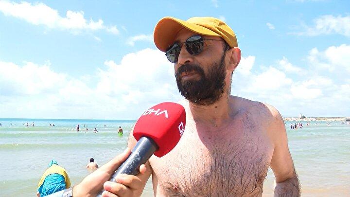 Ayazma plajını dolduran vatandaşların sosyal mesafe kurallarına ve maske takma zorunluluğuna uymadığı görüldü.