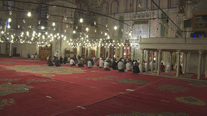 İstanbulda da Fatih ve Büyük Çamlıca camilerinde sabah namazının ardından şükür duaları edildi.