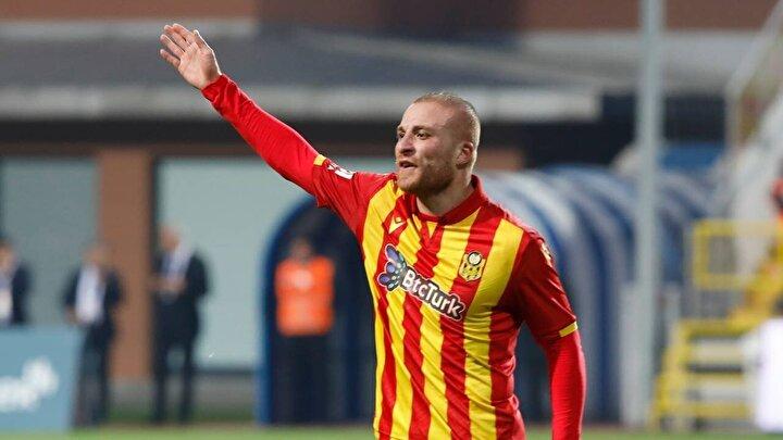 Yeni Malatyasporda forma giyen Gökhan Töre, takımıyla sözleşmesi bittiği için şu anda en değerli oyunculardan biri. Milli futbolcu yeni kuralın etkisiyle birlikte en çok istenen futbolcuların başında.