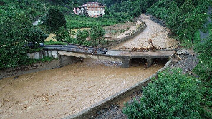 Çayeli ilçesi Köprübaşı köyünde meydana gelen selden yaralı kurtarılan Havva Tüysüz (82) de tedavi gördüğü Rize Eğitim ve Araştırma Hastanesinde hayatını kaybetti. Sel ve heyelanlarda yaralanan 11 kişi de kurtarılarak hastanelerde tedaviye alındı.