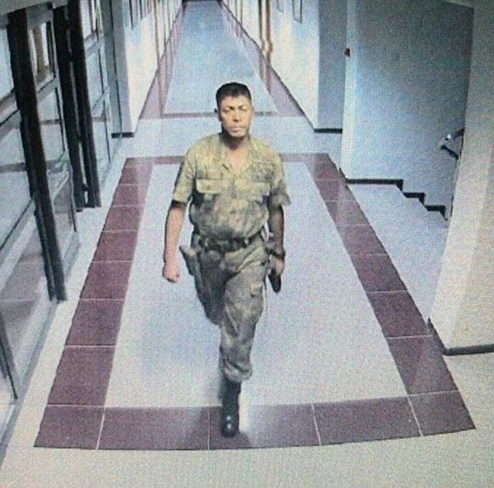 15 Temmuz gecesi Fetullahçı terörist Semih Terziyi şehadeti uğruna etkisiz hale getiren Ömer Halisdemir, darbenin seyrini değiştiren isimler arasına yer alıyor.