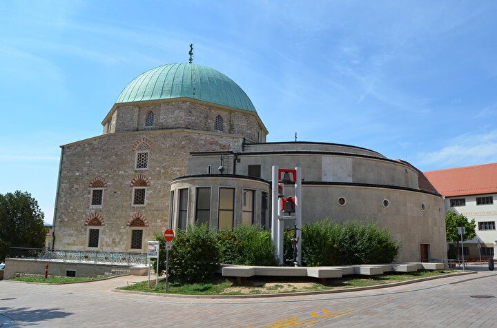 Macaristan Peçuyda bulunan ve kiliseye çevrilen Gazi Kasım Paşa Camisi görülüyor.