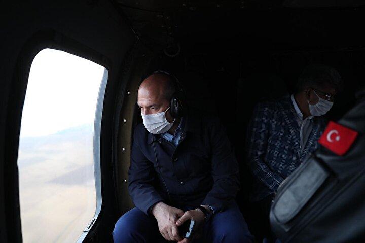 İçişleri Bakanı Süleyman Soylu, Vanda kırıma uğrayan keşif uçağının enkazının bulunduğu noktada inceleme yaptı.