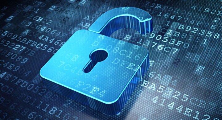 2. Konaklama ve Seyahat Sektörü: Mart ayında, otel zinciri Marriott, 5,2 milyon kişinin kişisel bilgilerini ifşa eden bir güvenlik olayını doğruladı. Şirket, finansal verilerin çalındığını söylerken, saldırganlar seyahat bilgilerini, isimleri, adresleri ve üye verilerini sızdırmayı başardı.Ayrıca 19 Mayısta EasyJet, 9 milyon müşterinin kişisel bilgilerini ortaya çıkaran bir saldırı açıkladı. Ancak kötü niyetli aktörler sadece 2.208 kredi kartının ayrıntılarına erişti.