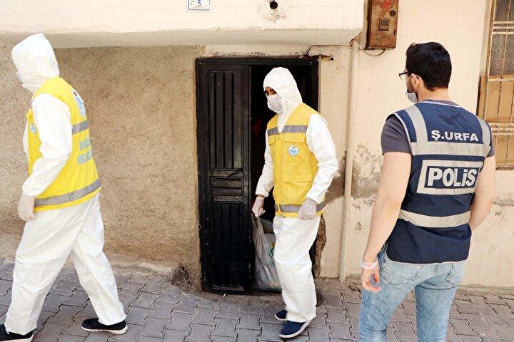 Kararın ardından evler güvenlik güçleri tarafından giriş ve çıkışlara kapatıldı.