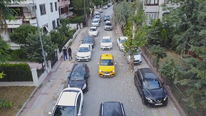 İstanbul Yeşilköyde yat limanı çevresindeki sokaklarda İstanbul Büyükşehir Belediyesi (İBB) uzun süredir yol düzenleme ve alt yapı çalışması yapıyor. Onlarca restoranın bulunduğu ve her gün binlerce kişinin geldiği yat limanı çevresindeki çalışmalar aylardır sürüyor.