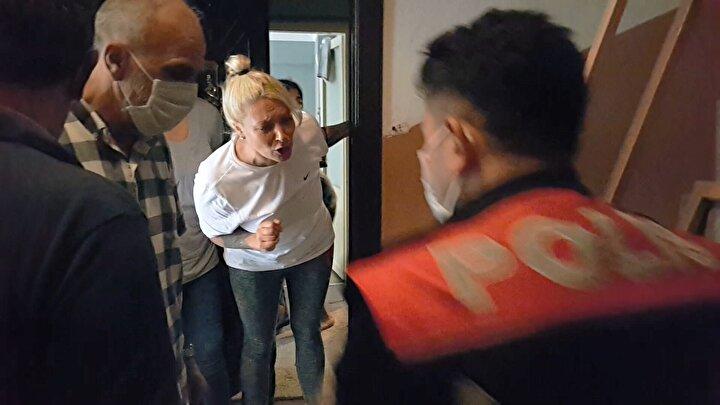 Bunun üzerine polisten yardım istendi. Polis memurlarına da kapı açılmayınca, adrese çok sayıda takviye ekip yönlendirildi.